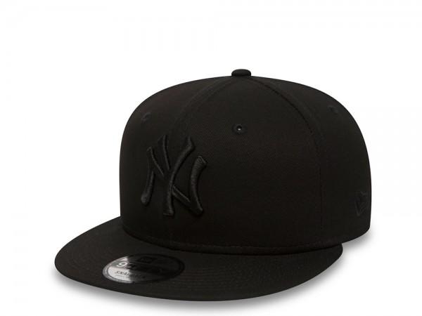 New Era New York Yankees Black on Black 9Fifty Snapback Cap