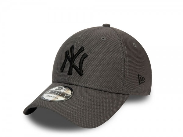 New Era New York Yankees Diamond Era Essential 9Forty Strapback Cap