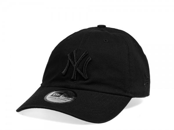 New Era New York Yankees Casual Classic Black on Black Strapback Cap