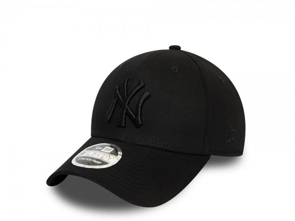 New Era New York Yankees All Black 9Forty Stretch Snapback Cap